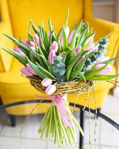 Alege un buchet de primavara de pe magnolia.ro si bucura pe cineva drag!  #lalele $tulips #spring #flowers #tulipbouquet Beautiful Bouquets, Goku, Magnolia, Pretty, Plants, Floral Arrangements, Good Day, Magnolias, Plant