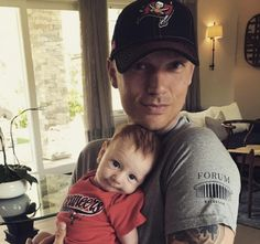 Backstreet Boys singer Nick Carter is starting his 2 month old son Odin young and making sure that he grows up to be a proud Tampa Bay Buccaneers fan Nick Carter, Backstreet Boys, Kids Pop, Carter Family, Young Actors, Celebrity Babies, Celebrity Children, Matthew Mcconaughey, Boy Bands