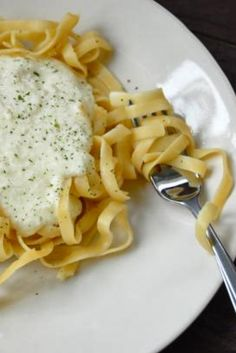 Better Than Olive Garden Alfredo Sauce | This is the best Alfredo sauce ever. This is several recipes combined into one.