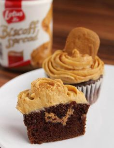 Chocolate Biscoff Cupcakes with Biscoff Cream Cheese Frosting