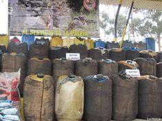 """ZONA DE FRONTERA COLOMBO-ECUATORIANA """"Incautación de combustibles en los pasos informales"""". 2 Abr 2013. (IPITIMES.COM ® /New York. FUENTE: LA HORA)."""