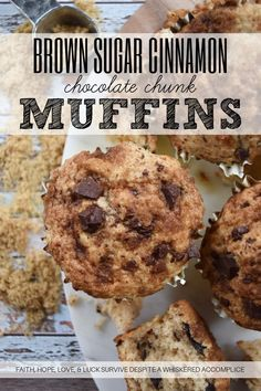 Brown Sugar Cinnamon Chocolate Chunk Muffins - Anyone can make a chocolate chip muffin, however, why should you settle for an ordinary muffin when you can enjoy an extra-ordinary muffin? These sweet muffins have cinnamon, chocolate chunks, and a buttery brown sugar topping. Whether you eat these for breakfast, dinner, or even as a mid-day snack, I know you're going to absolutely love these soft, tender, moist, and crunchy brown sugar muffins. Dark Chocolate Candy, Old Fashioned Oatmeal, Rich Recipe, Chocolate Chip Muffins, Sliced Almonds, Pinterest Recipes, Bake Sale, Sweet Bread, Brown Sugar