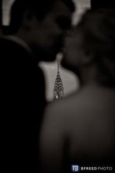 Beautiful NYC engagement photo idea..