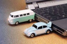 Volkswagen Beetle and Kombi USB flash drives. Vw T1 Camper, Volkswagen Bus, Volkswagon Van, Volkswagen Beetles, Gadgets And Gizmos, Tech Gadgets, Electronics Gadgets, Usb Drive, Usb Flash Drive