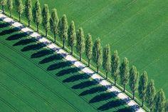 Photographer Klaus Leidorf's Aerial Archaeology… Aerial Photography, Art Photography, Photography Tutorials, Aerial Images, Colossal Art, Foto Art, Parcs, Contemporary Landscape, Birds Eye View