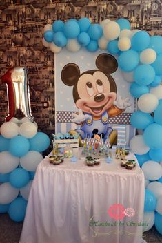 Baby Birthday Decorations, Birthday Party Tables, Girl Baby Shower Decorations, Boy Birthday Parties, Mickey 1st Birthdays, Mickey Mouse First Birthday, Baby Boy First Birthday, Festa Mickey Baby, Mickey Party