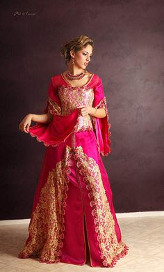 Traditional Clothing of our World Morrocan Dress, Moroccan Caftan, Moroccan Style, Style Oriental, Oriental Fashion, Saris, Dress Cake, Indian Outfits, Traditional Outfits