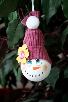 Christmas is right around the corner so here is How to make a snowman ornament from a recycled light bulb!!!