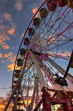 The Wheel by Zach Roberts Leaves Wallpaper Iphone, Aesthetic Iphone Wallpaper, Screen Wallpaper, Aesthetic Wallpapers, Wallpaper Backgrounds, Sky Aesthetic, Retro Aesthetic, Fred Instagram, Carnival Photography