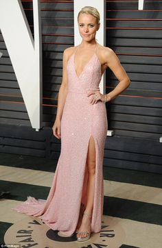 Rachel McAdams changes into chest-baring pink gown at Vanity Fair Oscar Party | Daily Mail Online