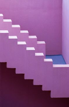 A visual exploration of the unique architecture of Ricardo Bofill's famous Muralla Roja in Calpe, Spain captured by photographer Jeanette Hägglund. Baroque Architecture, Architecture Design Concept, Architecture Unique, Minimalist Architecture, Classical Architecture, Minimal Photography, Art Photography, L'architecture Espagnole, Ricardo Bofill