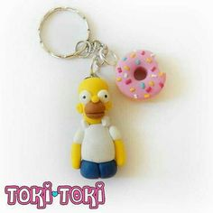 The Simpsons Homer Marge Donut Keychain Charms by MadeByTokiToki Polymer Clay Disney, Polymer Clay Figures, Polymer Clay Creations, Polymer Clay Crafts, Diy Clay, Polymer Clay Jewelry, Homer And Marge, Clay Keychain, Pusheen