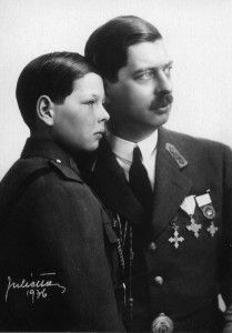 Two kings. King Carol II of Romania and his son King Michael. I just love this very regal portrait of Carol and his young son. Mary I, Queen Mary, King Queen, Victoria Kids, Queen Victoria Family, Michael I Of Romania, History Of Romania, Romanian Royal Family, Queen Victoria Descendants