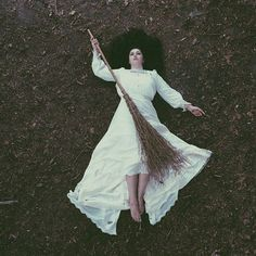When you are trying to fly the night but use the wrong broom Magick, Witchcraft, She's A Witch, Dark Fairytale, Southern Gothic, Season Of The Witch, White Witch, White Magic, Samhain
