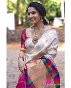 Kanchipuram Silk Sarees Shop in Chennai Pattu Saree Blouse Designs, Stylish Sarees, Trendy Sarees, Saree Photoshoot, Fancy Blouse Designs, Saree Look, Soft Silk Sarees, Indian Beauty Saree, Indian Sarees