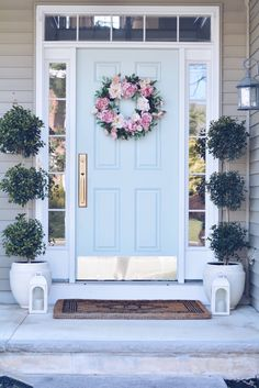 Summer Front Porch Ideas & Endless Summer Hydrangeas - The Pink Dream - - Sharing some Summer Front porch ideas: beautiful potted hydrangeas, outdoor pillows, front door decor and everything you will need to spruce up front porch. Front Porch Seating, Front Porch Columns, Front Door Porch, Front Porch Design, Front Door Decor, Front Door Plants, Porch Doors, Front Door Monogram, Summer Front Porches
