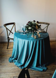 La Tavola Fine Linen Rental: Velvet Jade   Photography: Alixann Loosle Photography, Planning & Coordination: Bella and Co, Floral Design: Sky Armstrong, Furniture Rentals: McCarthy Tents And Events, Tableware Rentals: Peunia Rose