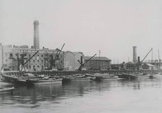 Tate & Lyle sugar refinery in Silvertown, East London. My family moved from the factory in Scotland to London to work here. Victorian London, Vintage London, Old London, London History, Local History, London Street, London Life, Old Pictures, Old Photos