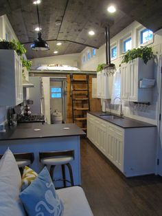 La Casita - Tiny House for Sale in Austin, Texas - Tiny House Listings - Feel relaxed & comfortable in this 280 sqf luxury tiny home. This open concept tiny house is ful - Plan Tiny House, Tiny House Cabin, Tiny House On Wheels, Shed To House, Tiny House Luxury, Best Tiny House, Small Room Design, Tiny House Design, Küchen Design