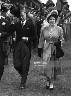 George VI, king of Great Britain, and his daughter Queen Elizabeth II at the Derby at Epsom, June 1948 George Vi, Hm The Queen, King Queen, Duchess Of York, Duke And Duchess, Victoria Family Tree, British Monarchy History, Royal Life, Prince Phillip