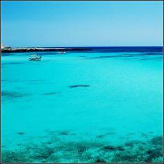 Prima il bianco delle Dolomiti, poi il verde delle Marche ed ora l'azzurro...        [Favignana, Sicilia] #colorsfromitaly