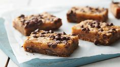 chocolate toffee bars packed with toffee bits and butterscotch chips – a delicious dessert. Cookie Desserts, Just Desserts, Cookie Recipes, Delicious Desserts, Dessert Recipes, Yummy Food, Picnic Recipes, Bar Recipes, Dessert Ideas