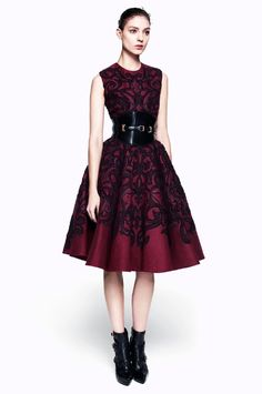 Alexander McQueen Pre-Fall 2012 - Runway Photos - Fashion Week - Runway, Fashion Shows and Collections - Vogue Look Fashion, Runway Fashion, High Fashion, Fashion Beauty, Fashion Show, Fashion Design, Gothic Fashion, Alexander Mcqueen, Gareth Pugh