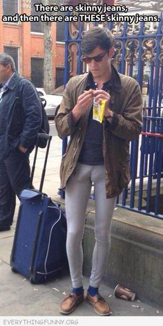 Skinny Jeans So Tight You Can See What Religion He Is - Leggings Fashion Fail ---- hilarious jokes funny pictures walmart humor (now that is gross) Can't Stop Laughing, Laughing So Hard, Haha Funny, Funny Memes, Hilarious Jokes, Funny Stuff, Funny Videos, Funny Things, Super Skinny Jean