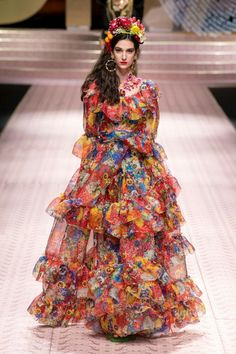 d05347e8945 Dolce & Gabbana Spring 2019 Ready-to-Wear Fashion Show Collection: See the  complete Dolce & Gabbana Spring 2019 Ready-to-Wear collection. Look 107