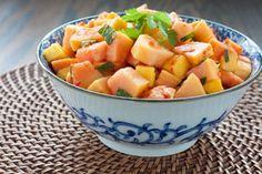 Cette salade, à base d'un mélange exotique de jus et de sauce chili épicée, agrémentera à merveille les recettes d'inspiration asiatique cuisinées sur le barbecue.@CréezVotreFestin