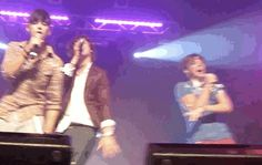 When Harry provided Zayn with a perfectly executed backup dance.