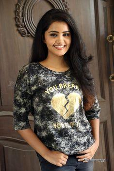 Cute and Beautiful Stills of Anupama Parameswaran - Tamil Actress Anupama Parameswaran Photos Indian Film Actress, Tamil Actress, South Indian Actress, Beautiful Indian Actress, Indian Actresses, Beautiful Women, Anupama Parameswaran, India Beauty, Actress Photos