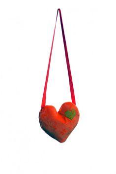 Herztasche ❤, liebenswerte Tasche in Herzform ❤, hochwertige Verarbeitung,  wird bei Fetenman's verkleidungen-kostueme.de unter der Kategorie Accessoires Taschen  geführt. Tolle Verkleidungen von Orlob Handelsgesellschaft online bei verkleidungen-kostueme.de bestellen und preiswert einkaufen. Die Artikelnummer lautet 28-545-Herztasche (EAN / GTIN  ).