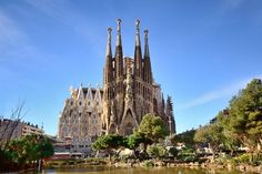 The capital of the autonomous region of Catalonia, Barcelona it is located in the northeast of Spain. It is located on the Mediterranean coast, about 120
