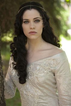 Jessica DeGouw as Mina Murray in the NBC TV series 2013- Very biteable.