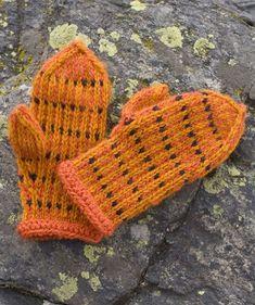 Lasten lapaset x 7 – katso ohjeet ja äänestä kivoimmat! - Kotiliesi.fi Slipper Boots, Fingerless Gloves, Arm Warmers, Mittens, Knitted Hats, Diy And Crafts, Knit Crochet, Knitting, Pattern