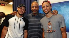 The Curry family showed out tonight! It all started with Dell Curry banking in a three pointer well before the Warriors game, then Seth Curry put up 22 point. Stephen Curry Eyes, Stephen Curry Wife, Stephen Curry Quotes, Stephen Curry Family, The Curry Family, Nba Stephen Curry, Stephen Curry Shooting, Curry Memes, Stephen Curry Wallpaper