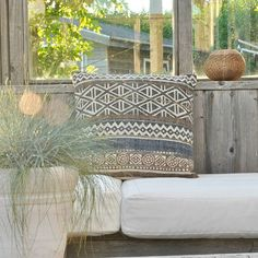 New pillow van Goround Interior .......mooi & stoer kelim kussen met mooie gewassen kleuren en draden ♡