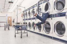 Die Waschmaschine. Die Waschmaschinen.  Der Waschsalon. Die Waschsalons.  In Waschsalons stehen viele Waschmaschinen.