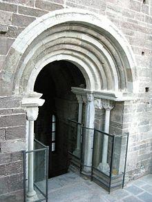 Sacra di San Michele - La Porta dello Zodiaco è l'opera di maggior pregio artistico della Sacra di San Michele.