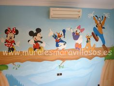 Murales Disney pintados en habitaciones infantiles con Mickey, Minnie, Donald, Daisy, Pluto, Goofy Mickey Y Minnie, Toy Chest, Daisy, Toys, Madrid, Home Decor, Ideas, Kids Rooms, Decorating Rooms