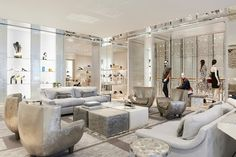 Binnenkijken in de nieuwe flagshipstore van Dior - Gazet van Antwerpen: http://www.gva.be/cnt/dmf20160603_02321815/binnenkijken-in-de-nieuwe-flagshipstore-van-dior
