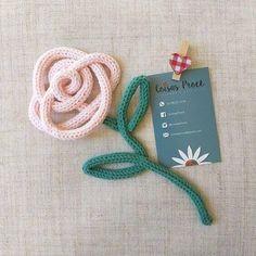 Tricotin: Veja Como Fazer e Modelos Lindos Para Te Inspirar Spool Knitting, Loom Knitting Patterns, Knitting Designs, Crochet Patterns, Crochet Home Decor, Crochet Art, Straw Crafts, Dream Catcher Craft, Wire Crafts