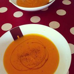 Crema de calabaza. Ver la receta http://www.mis-recetas.org/recetas/show/4960-crema-de-calabaza