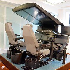 El simulador de vuelo Boeing 787 cuenta con más de 30 diferentes escenarios de simulación, entre los cuales se encuentran el Aeropuerto Internacional de la Ciudad de México, Londres y París.