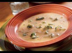 Käsiger Salsa-Dip, Brokkoli und Hühnerbrühe ergeben in weniger als 30 Minuten eine herzhafte, hausgemachte Suppe.