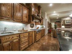 Wonderful kitchen colors and materials // Medium-toned cabinetry, light and dark granite, stone backsplash