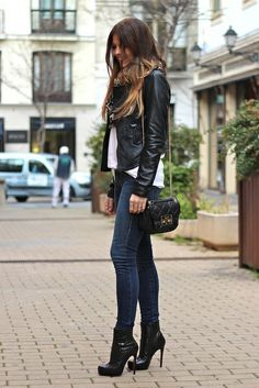 Just a Pretty Style: Street style leather jacket, denim and heels Look Fashion, Winter Fashion, Fashion Outfits, Fashion Tips, Fashion Design, Fashion Trends, Steampunk Fashion, Gothic Fashion, Fashion Styles