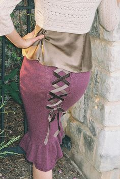 I really need to learn how to knit! Free pattern for this skirt. Super want!