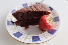 Rich chocolate cake recipe from annikalouise.co Gluten free, dairy free and sugar free